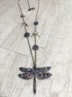 collar libélula, diseños Sonia de la Torre https://www.facebook.com/TOCADORDEMACA/photos/pcb.968446726633949/968446326633989/?type=3