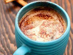Varm choklad för kyliga dagar | Köket.se Inverted Bob Haircuts, Trending Haircuts, Latte, Frozen, Breakfast, Tableware, Desserts, Food, Drink