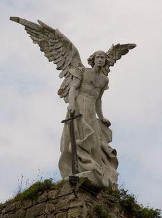 angel exterminador  cementerio de Comillas (Cantabria)