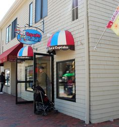 Cupcake Charlie's Newport RI The best cupcakes!  Get the homemade Hostess Cupcake--better than the real thing. July 2014
