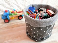 Comment fabriquer un panier fourre-tout, corbeille de rangement en tissu, tutoriel facile Baby Couture, Couture Sewing, Fabric Basket Tutorial, Sewing Online, Fabric Storage Baskets, Diy Headband, Easter Crafts For Kids, Diy And Crafts, Easy Diy