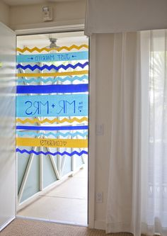 DIY Wedding | how to make this darling crepe paper 'just married' sign to hang on your favorite newlyweds hotel door!!!