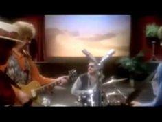 ▶ Traveling Wilburys (Tom Petty, Roy Orbison, George Harrison, Bob Dylan, Jeff Lynne) - Runaway (Del Shannon cover) - YouTube