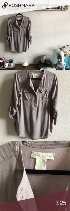 Staring at Stars Button Up In perfect condition. See pic 3 for the texture of the material. It's dreamy 😍 Urban Outfitters Tops Button Down Shirts
