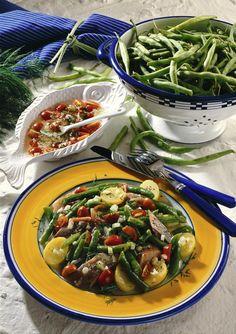 Unser beliebtes Rezept für Bohnen-Matjes-Salat mit Tomaten-Dill-Vinaigrette und mehr als 55.000 weitere kostenlose Rezepte auf LECKER.de.
