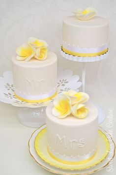 I'm planning my cake layout to be like this. Then cake flavors won't mix. Spice, lemon & chocolate cakes!