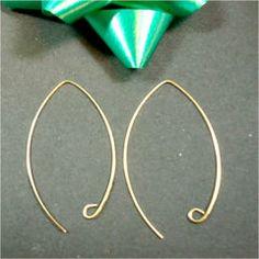 Hoop Earrings in Gold Wire