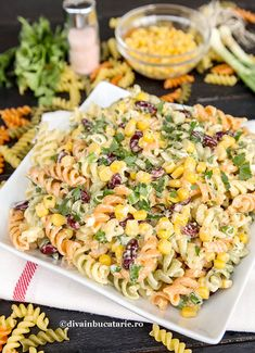 SALATA DE PASTE IN STIL MEXICAN | Diva in bucatarie Pasta Recipes, Dinner Recipes, Cooking Recipes, Vegetarian Recipes, Healthy Recipes, Romanian Food, Spinach Stuffed Chicken, Lunches And Dinners, Pasta Salad
