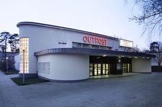 """""""Geschenke der Amerikaner – das Architekturerbe der alliierten Präsenz in West-Berlin""""  Photo: Mila Hacke  (via bewegteflaeche.de)"""