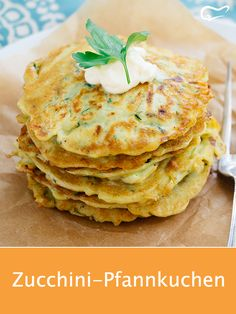 The zucchini pancakes are served warm and cold a real treat . - The zucchini pancakes are served warm and cold a real treat …, - Baby Food Recipes, Snack Recipes, Healthy Recipes, Baby Zucchini Recipe, Vegan Zucchini, Pancake Healthy, Fingers Food, Zucchini Pancakes, Eating Plans