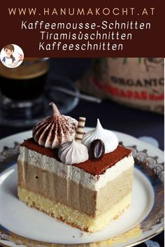 What do you say about cuts that look like pastries and are still easy to prepare? The taste of these coffee mousse slices is reminiscent of an ice cream parlor, latte macchiato or tiramisù. They are very creamy and will be a hit on your coffee tabl Easy Cheesecake Recipes, Easy Cookie Recipes, Dessert Recipes, Latte Macchiato, Chocolate Chip Recipes, Chocolate Chip Cookies, Easy Vanilla Cake Recipe, Food Cakes, Coffee Recipes