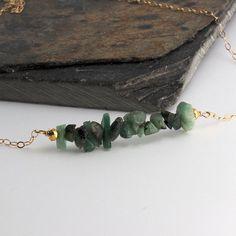 Rohe Smaragd Stein grüne Smaragd Halskette von FortunArtJewelry