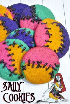These Nightmare Before Christmas cookies look just like Sally's dress and stitching. Super easy to make, even the kids can do it. desserts nightmare before christmas Nightmare Before Christmas Sally Cookies Christmas Birthday Party, Christmas Baby Shower, 2nd Birthday, Birthday Ideas, Birthday Parties, Nightmare Before Christmas Wedding, Nightmare Before Christmas Decorations, Nightmare Before Christmas Babyshower, Halloween Desserts