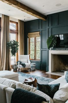 Living Room Green, Green Rooms, Home Living Room, Living Room Designs, Living Spaces, Black And Gold Living Room, Style At Home, Transitional Living Rooms, Living Room Inspiration