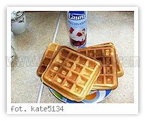 Gofry pyszne i chrupiące Waffles, Baking, Breakfast, Sweet, Recipes, Food, Morning Coffee, Candy, Bakken