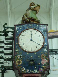 Kit's Frog Clock at The Telford Shopping Centre.