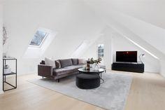 Nordstrand - Nydelig bolig fra 2015 med høy standard, solrike terrasser, egen inngang til u. etasjen og to egne garasjeplasser. Idyllisk og sentralt villaområde i hjertet av Nordstrand! | FINN.no