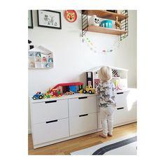 Nöjd kille med större ytor att leka med sina leksaker på. Nöjda föräldrar med förvaring för alla leksaker. Win - win helt enkelt. #ikea… Baby Bedroom, Kids Bedroom, Nordli Ikea, Ikea Toy Storage, Ikea Kids Room, E Room, Malm, Room Themes, Kid Spaces