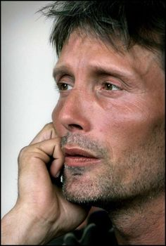 Mads Mikkelsen: Cheek bone support technique demonstration close up. Most Beautiful Man, Beautiful People, Hannibal Anthony Hopkins, Hannibal Lecter, Mads Mikkelsen, Lee Jeffries, My Guy, Popular Culture, Male Beauty