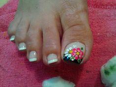 Ref Summer Toe Nails, Fun Nails, Pretty Nails, Pedicure Designs, Toe Nail Designs, Toe Nail Art, Triangles, Hair Beauty, Lily