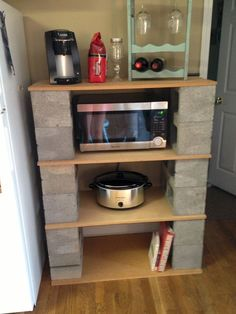 Ideas for our home. DIY plant stand ideas you can easily make on your home. Tags: DIY plant stand, p Plant Stand, Home Projects, Diy Furniture, Wood Plank Shelves, Diy Plant Stand, Cinder Block Furniture, Apartment Decor, Home Diy, Apartment Patio Furniture