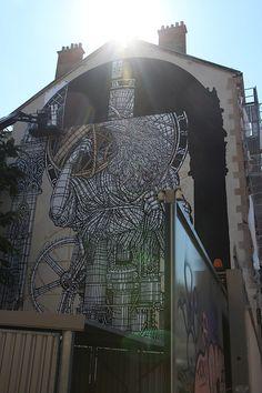 """MonkeyBird: """"Street-Art-Alchemisten"""" in Grenoble  Das französische Künstler-Duo MonkeyBird, bestehend aus Blow the Bird und Temor the Monkey, hat im Rahmen des Grenoble Street Art Festivals letzte..."""