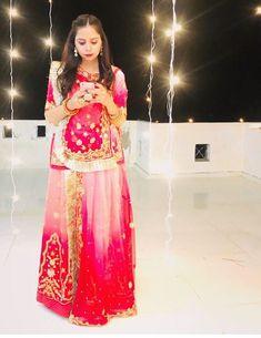 Rajasthani Bride, Rajasthani Dress, Peacock Mehndi Designs, Indian Dresses Traditional, Rajputi Dress, Printed Sweatshirts, Indian Bridal, Cute Fashion, Lehenga