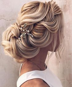 """Gefällt 2,261 Mal, 26 Kommentare - Pnina Tornai (@pninatornai) auf Instagram: """"This hairstyle is perfectly elegant. Tag a friend who would love this look. 📸 @ellen__ivanova"""""""