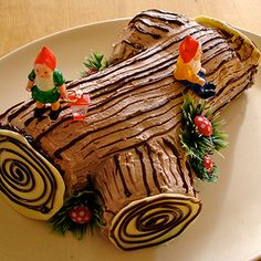 VEGAN Yule Log Cake - mypapercrane.com