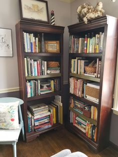 """reading materials in the keeping room. The cotton flowers are a local decorator option that are free to us, if the farmers don't complain about you """"borrowing"""" some."""