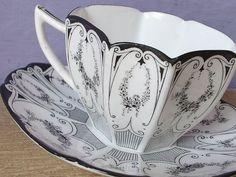 Antique tea cup, vintage Shelley black garland tea cup, English tea set, black and white tea cup, Art Deco tea cup. via Etsy. Tea Cup Art, My Cup Of Tea, Antique Tea Cups, Vintage Cups, Vintage China, White Tea Cups, Keramik Vase, Tiffany Glass, Teapots And Cups