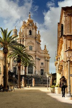 Ragusa Ibla, Sicily - Italy - I love this town Places Around The World, Oh The Places You'll Go, Travel Around The World, Places To Travel, Places To Visit, Travel Destinations, Italy Vacation, Italy Travel, Voyager C'est Vivre
