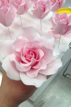 Cupcakes Decoration Fondant Flowers Pink Roses 16 Ideas For 2019 Sugar Paste Flowers, Icing Flowers, Fondant Flowers, Clay Flowers, Paper Flowers, Edible Flowers, Fondant Rose, Fondant Cupcakes, Fondant Baby