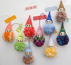 adornos con pompones – stacy schroeder ornaments with pom poms – stacy schroeder – Spring Crafts, Yarn Crafts, Crafts To Sell, Holiday Crafts, Diy And Crafts, Wooden Crafts, Crochet Christmas Trees, Diy Christmas Ornaments, Simple Christmas