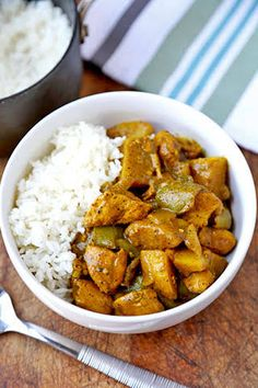 Spicy Jamaican Chicken Curry Recipe that only takes 10 minutes to prep! Tangy an… Spicy Jamaican chicken curry recipe, which takes only 10 minutes to prepare! Spicy and spicy aromas that you can not stop eating. Do it today! Jamaican Dishes, Jamaican Recipes, Korma, Biryani, Chicken Breast Curry, Chicken Breasts, Jamaican Curry Chicken, Caribbean Curry Chicken, Kitchen