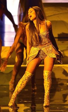 Ariana Grande Performance, Ariana Grande 2018, Ariana Grande Tumblr, Dj Khalid, Gold Outfit, Mtv Videos, Pregnancy Looks, Mtv Video Music Award, Sewing Projects