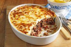 Moussaka au thermomix. Voici une délicieuse recette de moussaka, simple et facile à réaliser chez vous à l'aide de votre thermomix. La moussaka est un plat traditionnel des Balkans et du Moyen-Orient, mais le plus souvent associé à la Grèce ou la Turquie, composé d'aubergines, d'oignons et de viande hachée de mouton...
