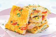 Baked zucchini, bacon and tomato frittata.Liven up the lunch-box with this tasty and healthy frittata. Healthy Frittata, Zucchini Frittata, Frittata Recipes, Food Network Recipes, Cooking Recipes, Healthy Recipes, Egg Recipes, Crockpot Recipes