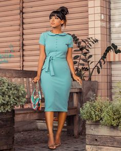Best casual dress to rock the day - DarlingNaija Classy Work Outfits, Chic Outfits, Fashion Outfits, Workwear Fashion, Fashion Blogs, Fashion Trends, Best Casual Dresses, Elegant Dresses, African Print Fashion