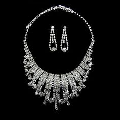 Rhinestone+Charming+Necklace+And+Earrings+Set+in+Silver+Alloy+–+USD+$+34.99