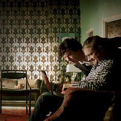 Sherlock & John blogging...