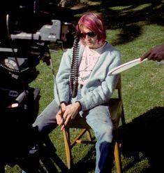 youremyvitamins:Kurt Cobain shooting 'Come As You Are', Hollywood, January 1992 Kurt Cobain Style, Nirvana Kurt Cobain, 90s Grunge, Grunge Fashion, Rock Fashion, Fashion Men, Caroline Dhavernas, Donald Cobain, Foo Fighters