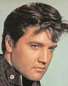 Elvis,This is a real good picture of him!!!❤⭐! cf.