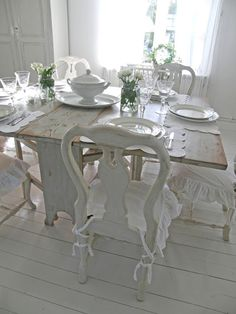 Dukat bord - Lantlif -- idea for the old dining chairs from my grandmother Anna