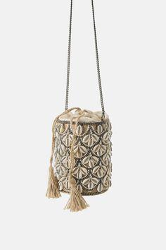 ZARA - Female - Seashell crossbody basket bag - Ecru - M Clutch Bag, Crossbody Bag, Potli Bags, Basket Bag, Beaded Bags, Party Bags, Luxury Bags, Womens Tote Bags, Evening Bags