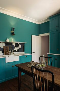 We love this deVOL Shaker Kitchen just outside London. The table and chairs, the cut glass decanters and silver sugar bowl made this kitchen feel grand and important, the coloured cupboards, the bold tiles and the glamorous lighting were more playful, the mix worked perfectly.