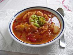 Bográcsban főtt paprikáskrumpli Thai Red Curry, Chili, Soup, Ethnic Recipes, Red Peppers, Chile, Soups, Chilis