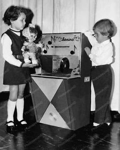 Boxino Children Jukebox 8x10 Reprint Of Old Photo Boxino Children Jukebox 8x10 Reprint Of Old Photo This is an excellent reproduction of an old photo on quality photography paper not cheap ink jet sto