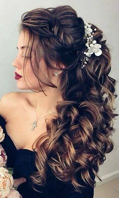 Voluminous, dark curls with flower accents