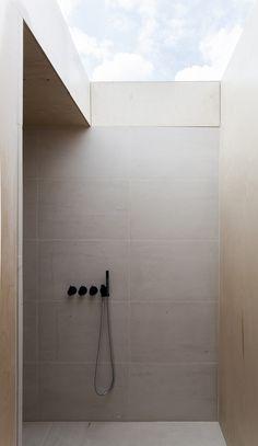 Simon Astridge Architects: The Plywood House - shower with skylight Bad Inspiration, Bathroom Inspiration, Interior Inspiration, Bathroom Ideas, Shower Bathroom, Skylight In Bathroom, Loft Bathroom, Spa Shower, Shower Tiles